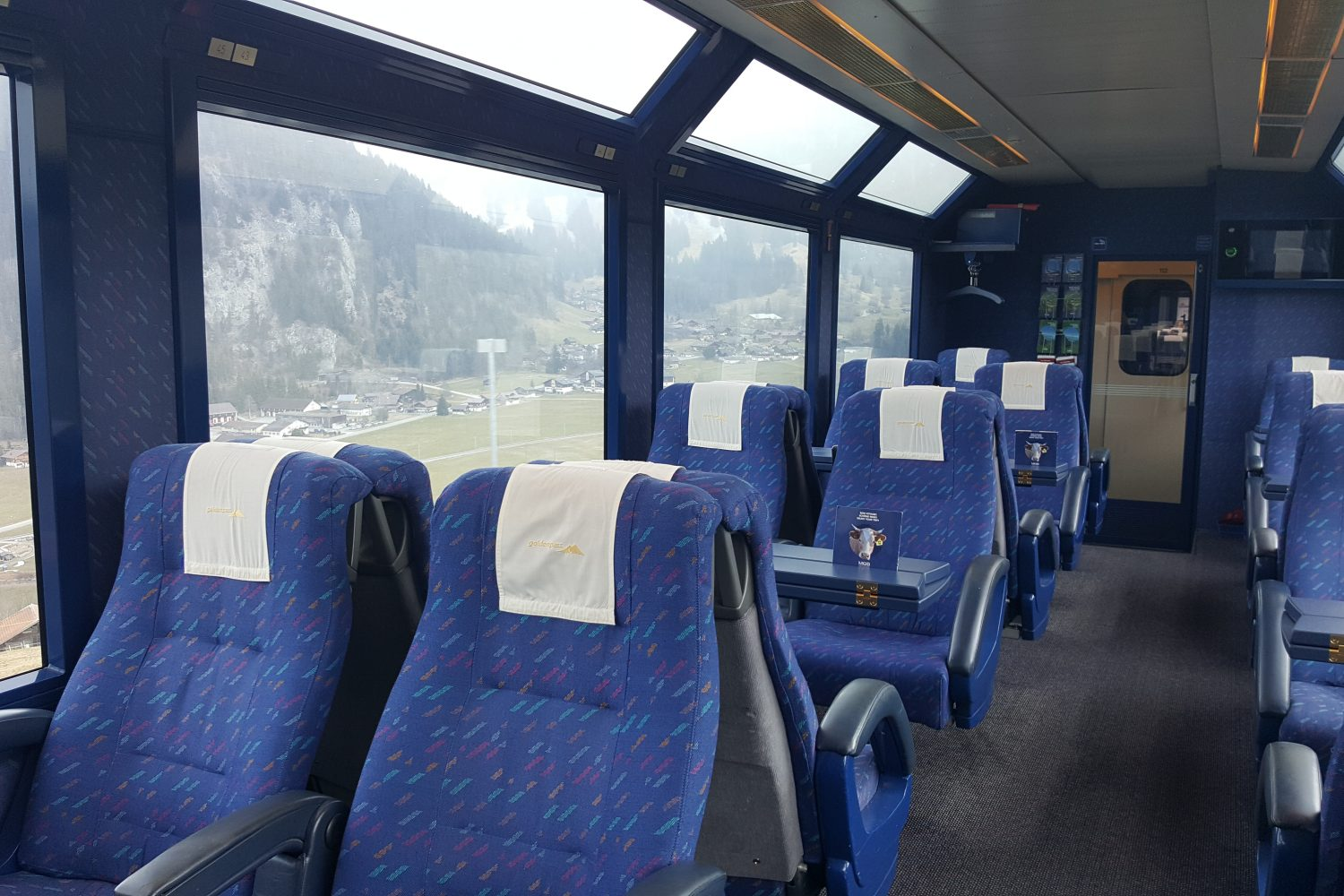 Treinreis Golden Pass Panoramic Express in 1e klas wagon van Montreux naar Zweisimmen.